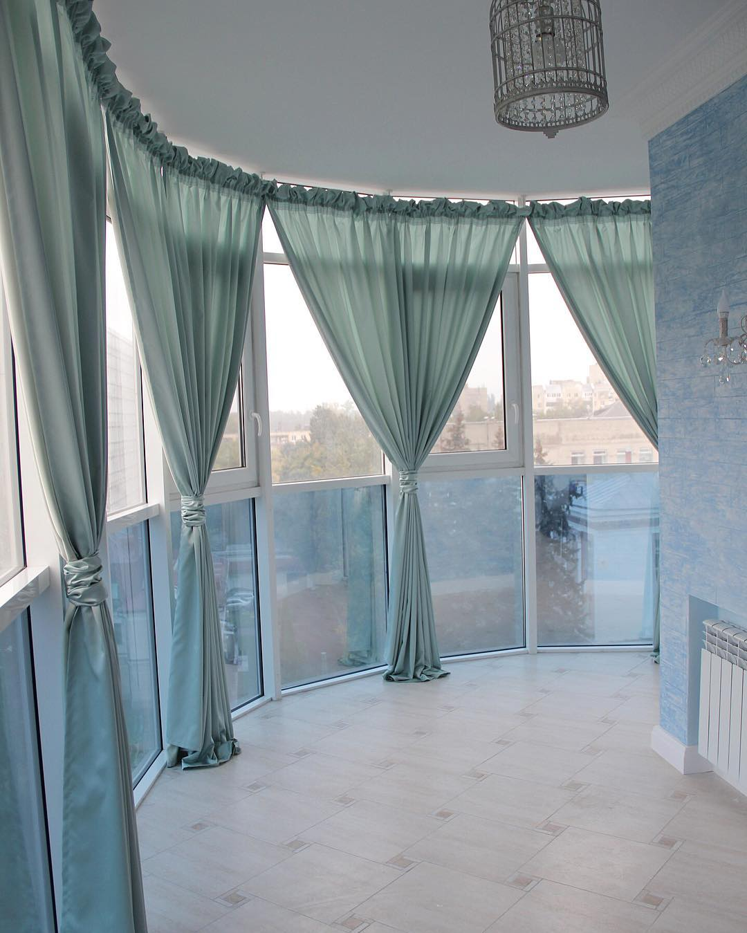 Шторы для балкона в квартиру или загородный дом.